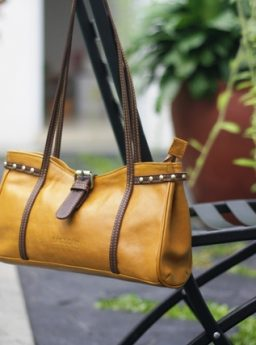 HARVA Shoulder bag on Yellow